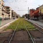via Giambellino da p.za Tirana, i binari del tram 14